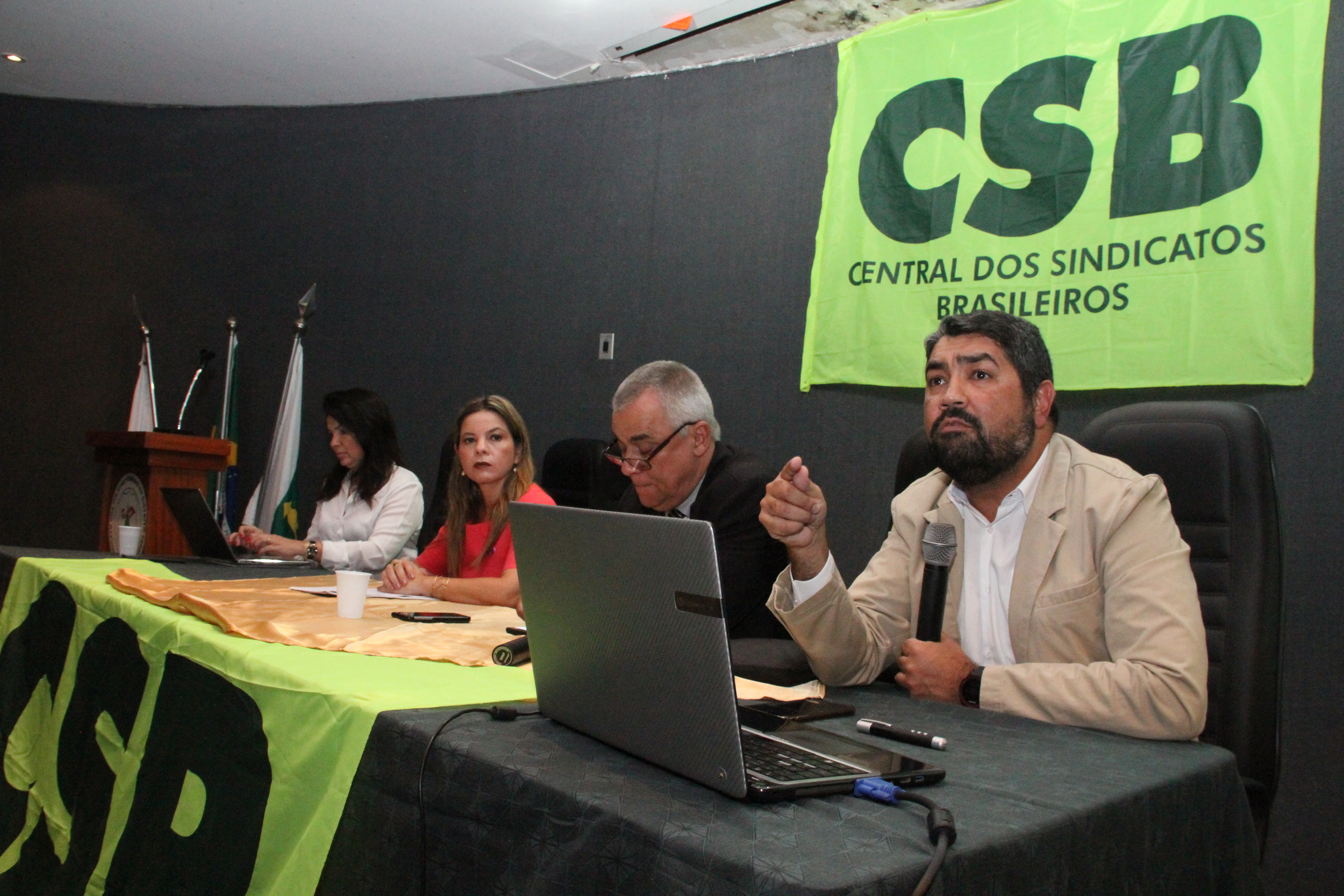 Em Brasília, especialistas jurídicos e dirigentes debatem convenção da OIT e negociação coletiva