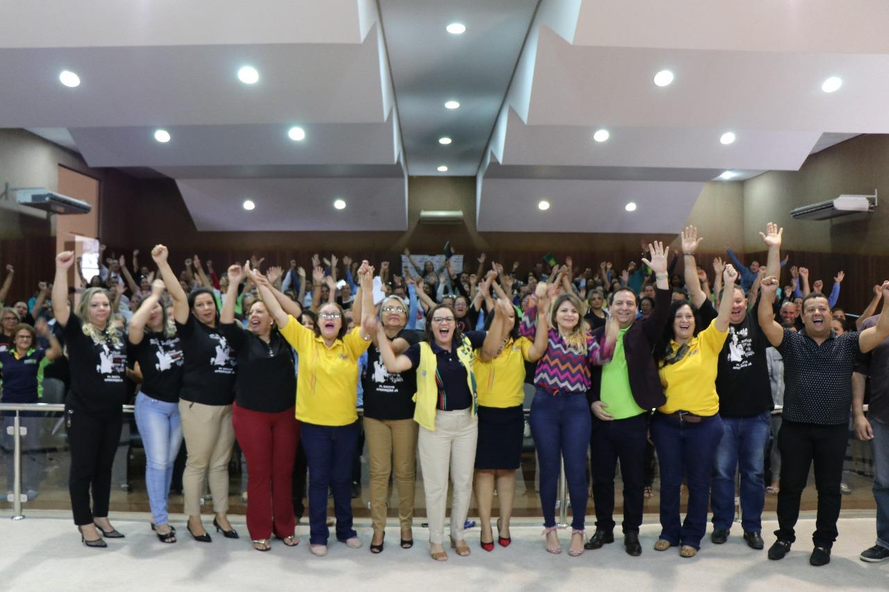 Ruth Brilhante, líder dos agentes de saúde, é homenageada em Goiás