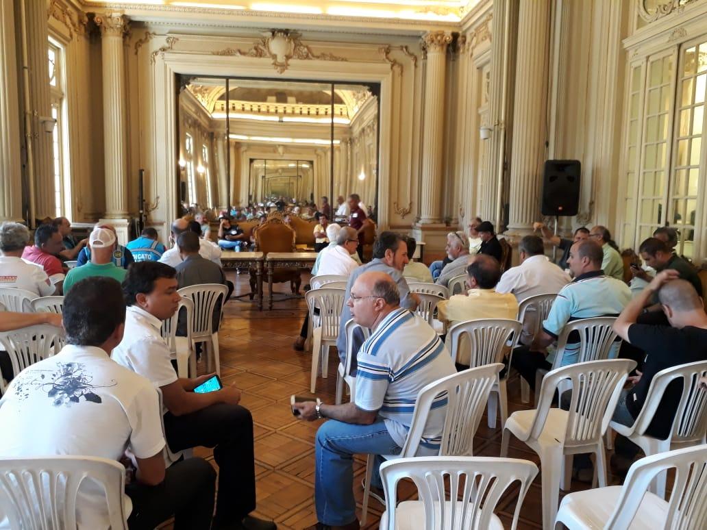 Após mobilização, taxistas conseguem audiência pública na Câmara do Rio de Janeiro