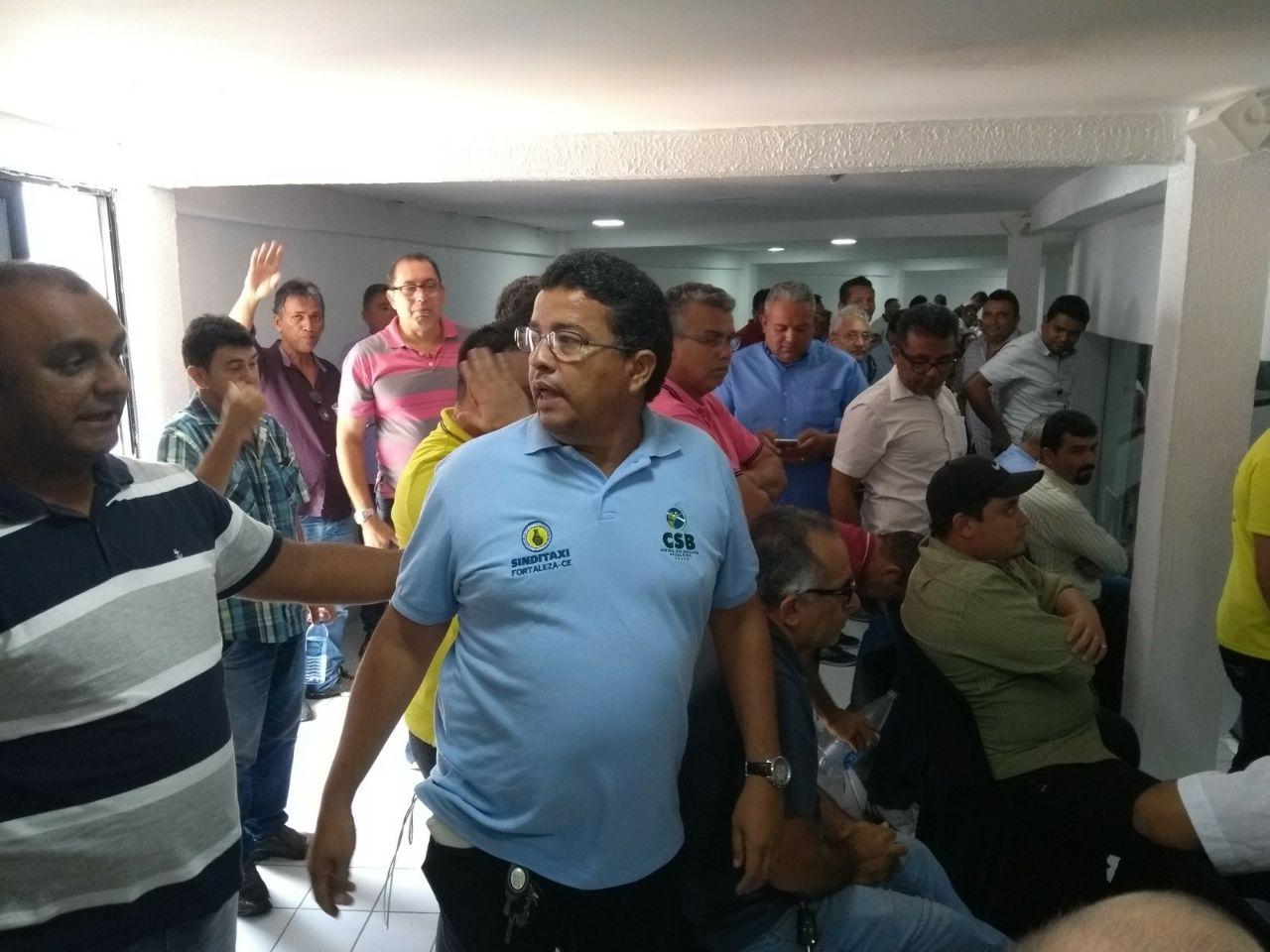 Para taxistas, regulamentação dos aplicativos de transporte não traz segurança aos passageiros de Fortaleza (CE)