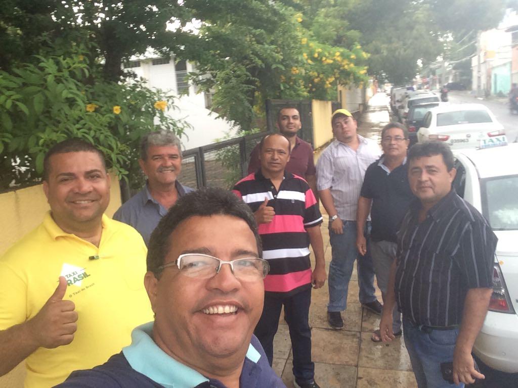 Pela regulamentação justa dos aplicativos de transportes, taxistas de Fortaleza continuam mobilizados