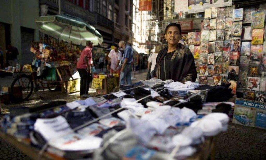 Crise empurra mais 200 mil pessoas para o trabalho na rua