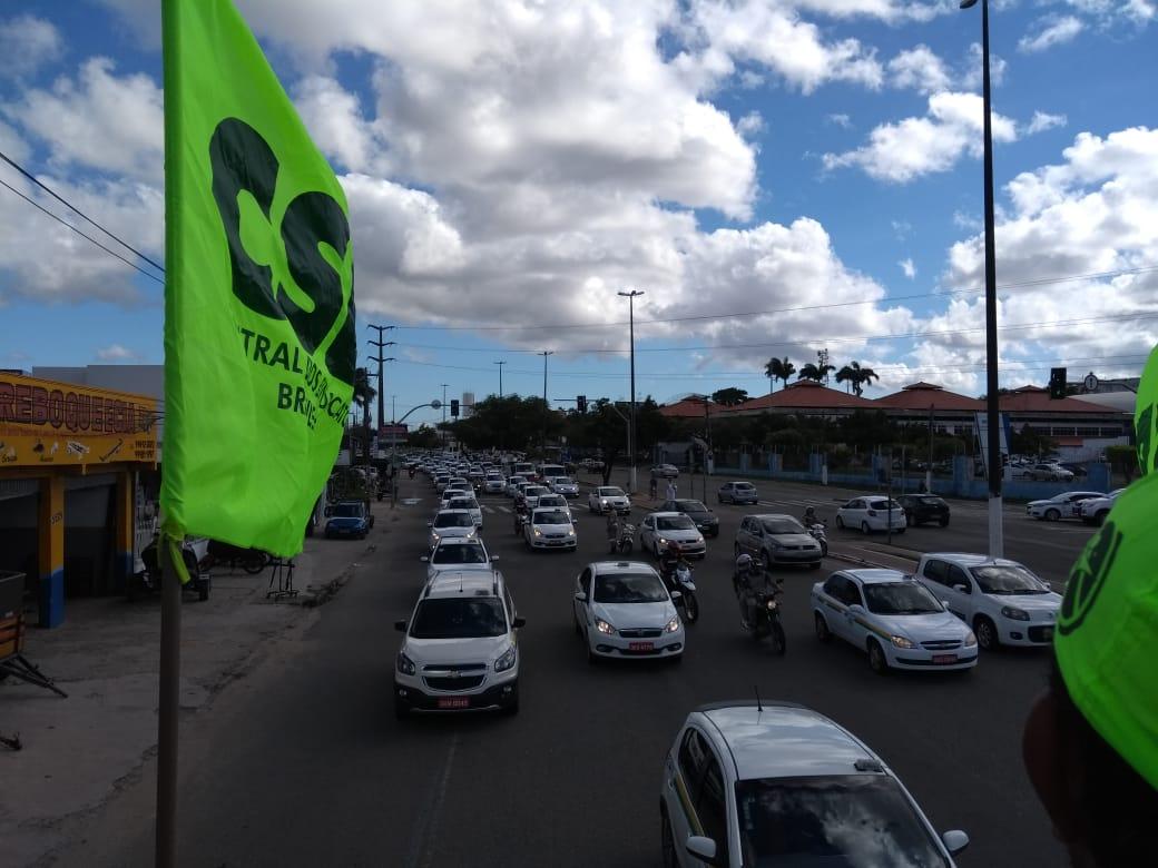 Taxistas de Aracaju fazem carreata e cobram reunião com o prefeito