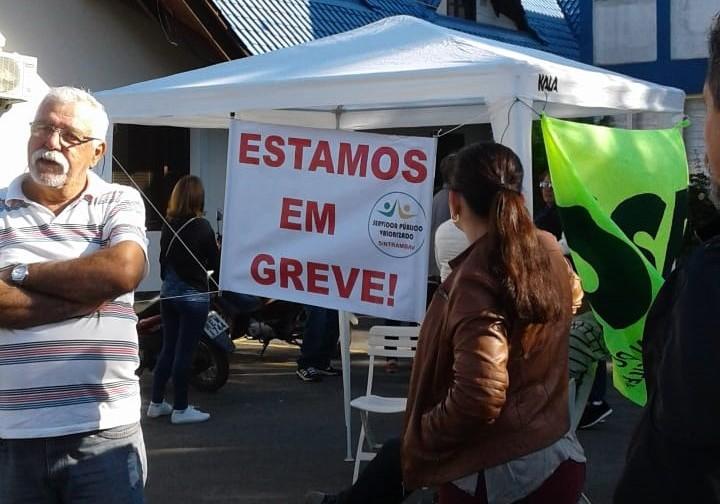 Sem resposta da prefeitura, servidores de Barra Velha (SC) entram em greve