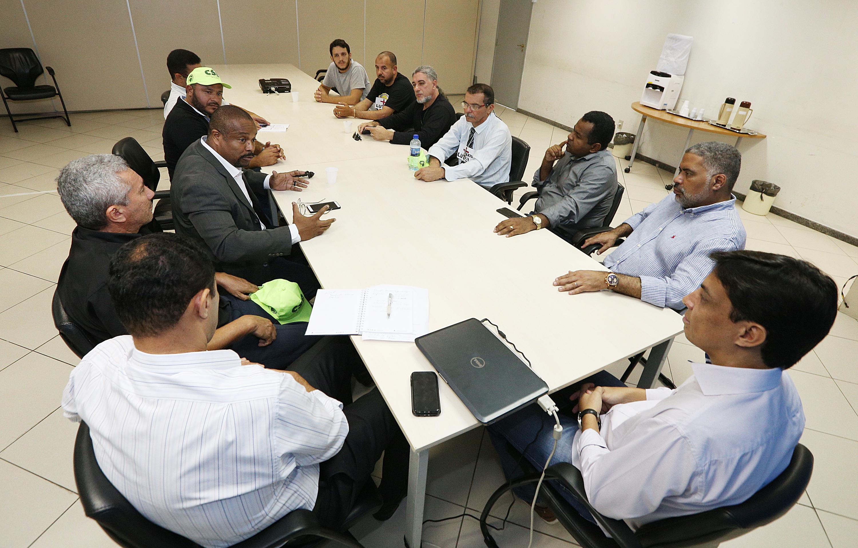Após reunião dos taxistas com a prefeitura de Aracaju, Superintendência Municipal de Transporte promete combate mais efetivo aos clandestinos