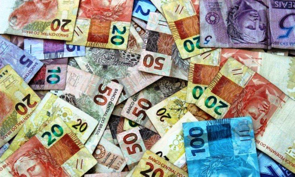 Brasileiros pagam quase R$ 500 bilhões de juros em 2017