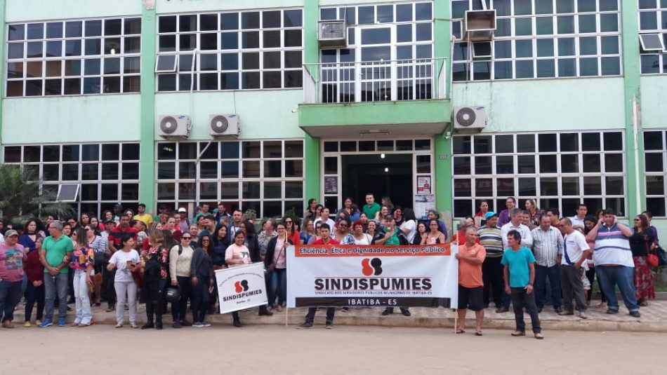 Manifestação dos servidores de Ibatiba (ES) deflagra greve no município