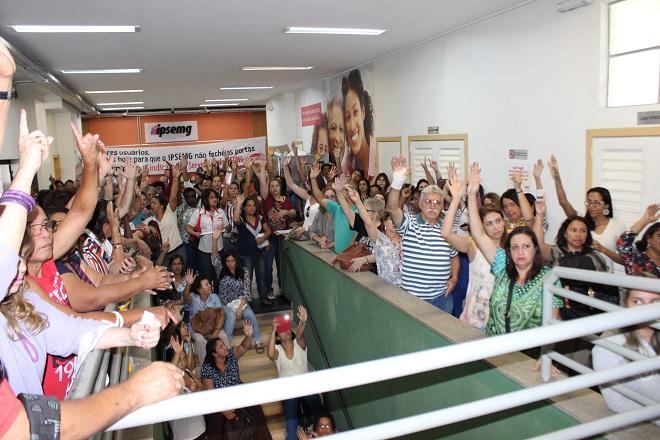 Após sucesso da greve, servidores do Instituto de Previdência de MG voltam a receber salários