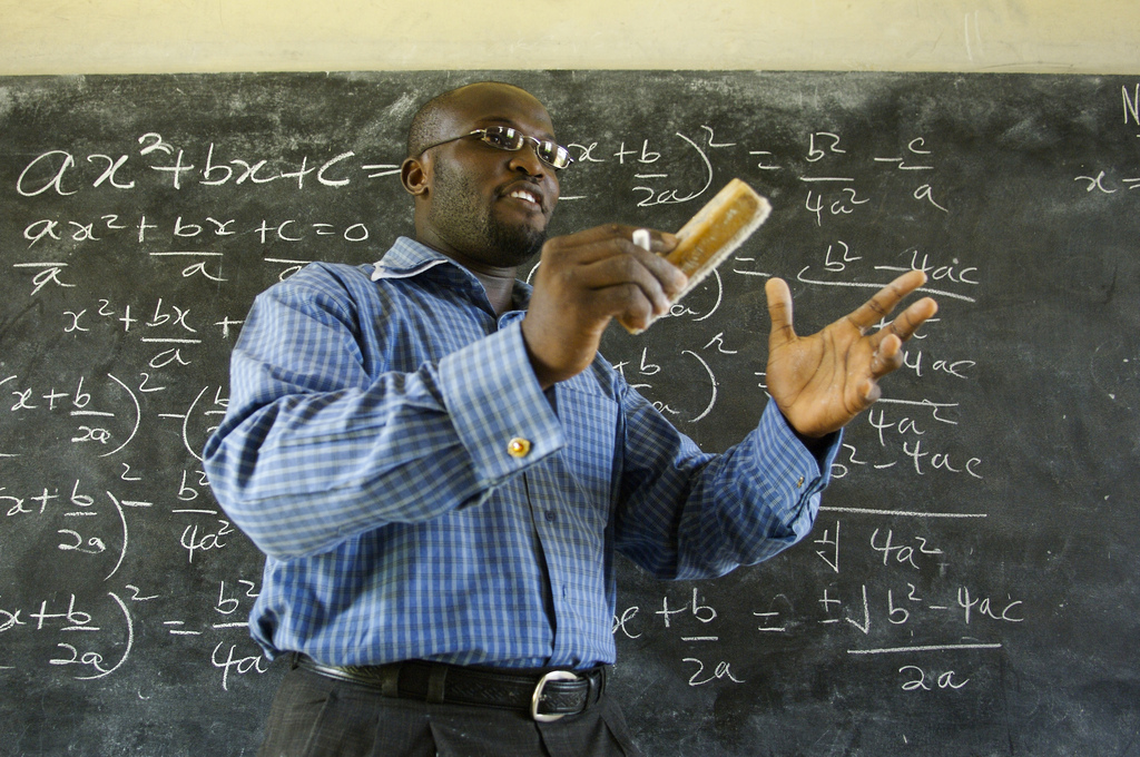 Em dia mundial, ONU pede salários melhores para professores