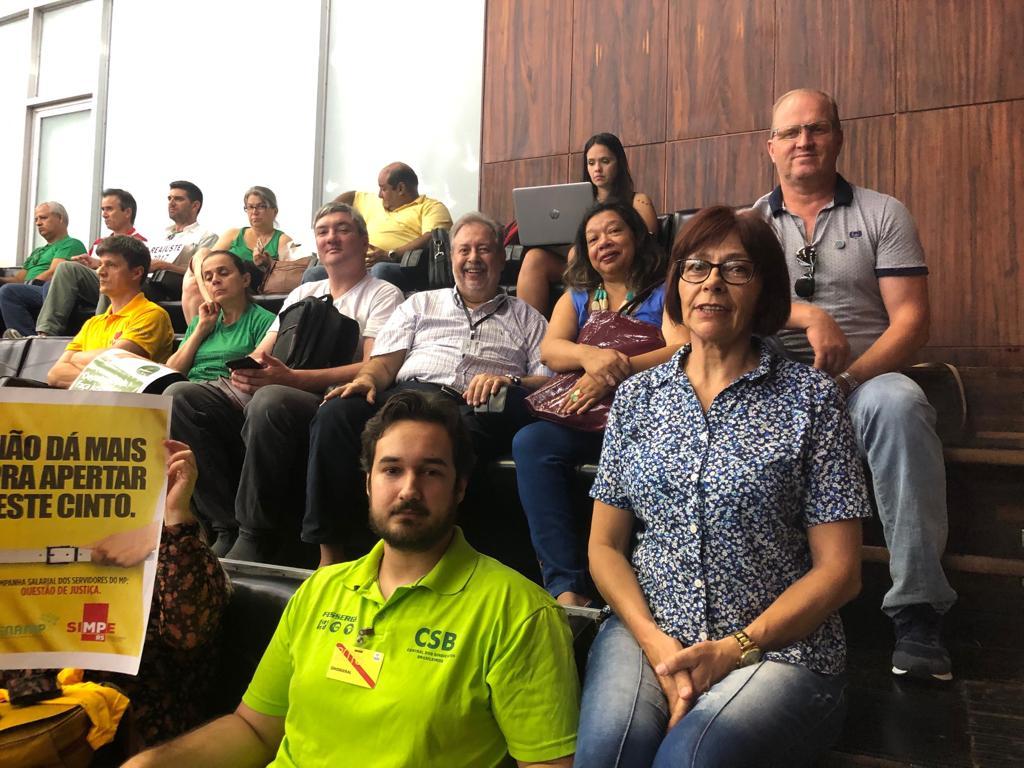 Servidores do RS garantem recebimento do 13º salário após mobilização na Assembleia Legislativa