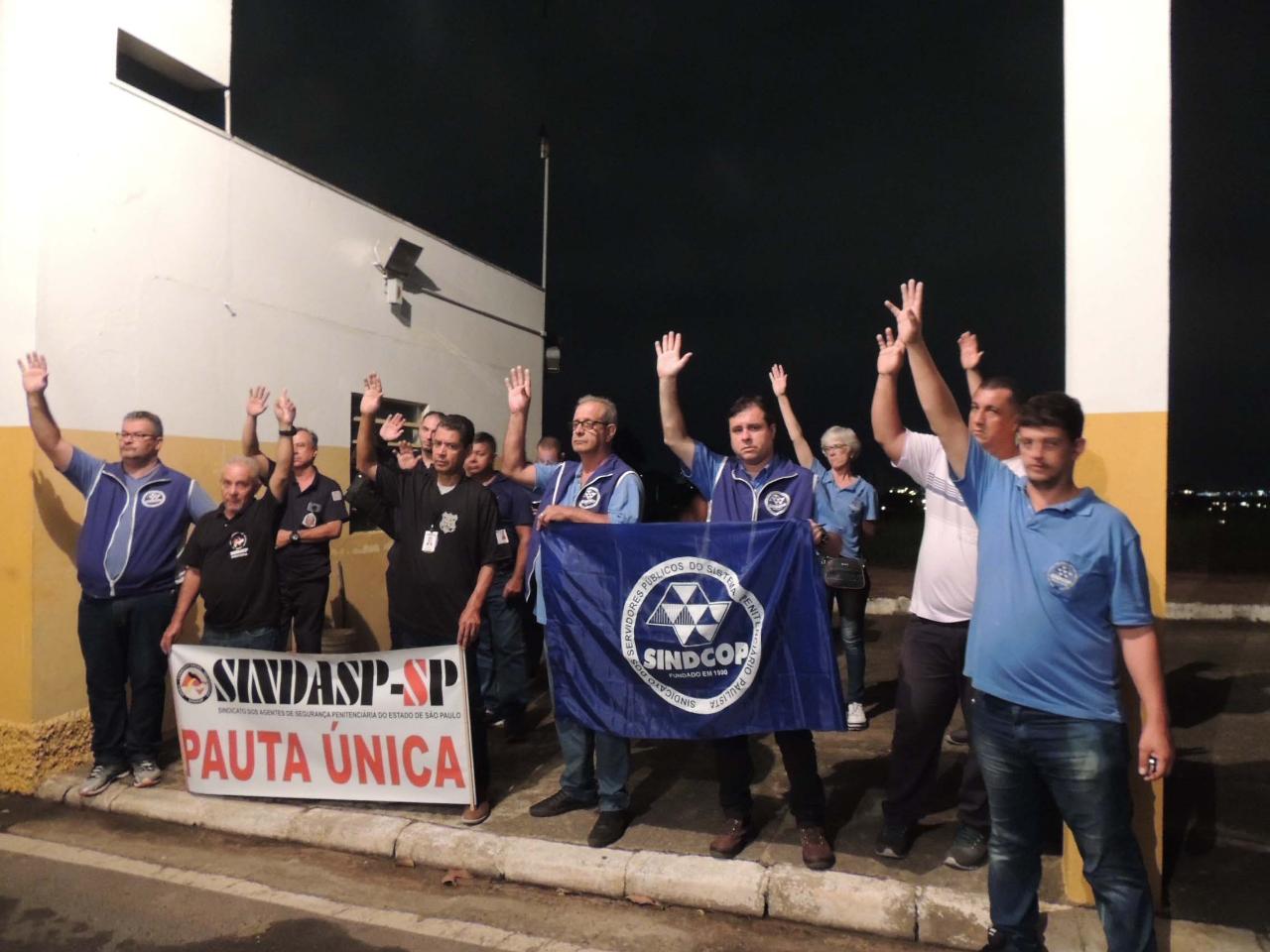 Servidores decidem, em assembleia, que vão reivindicar 20% de reposição salarial e lutar contra a privatização