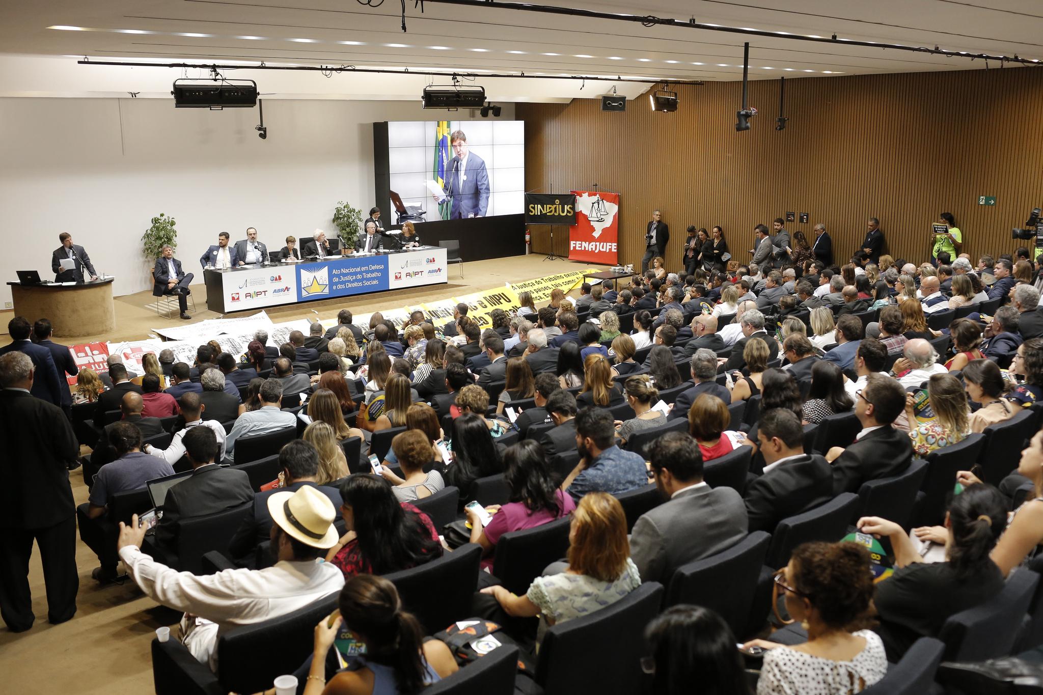 Ato em defesa da Justiça do Trabalho na Câmara dos Deputados reforça a importância da proteção social e trabalhista no País
