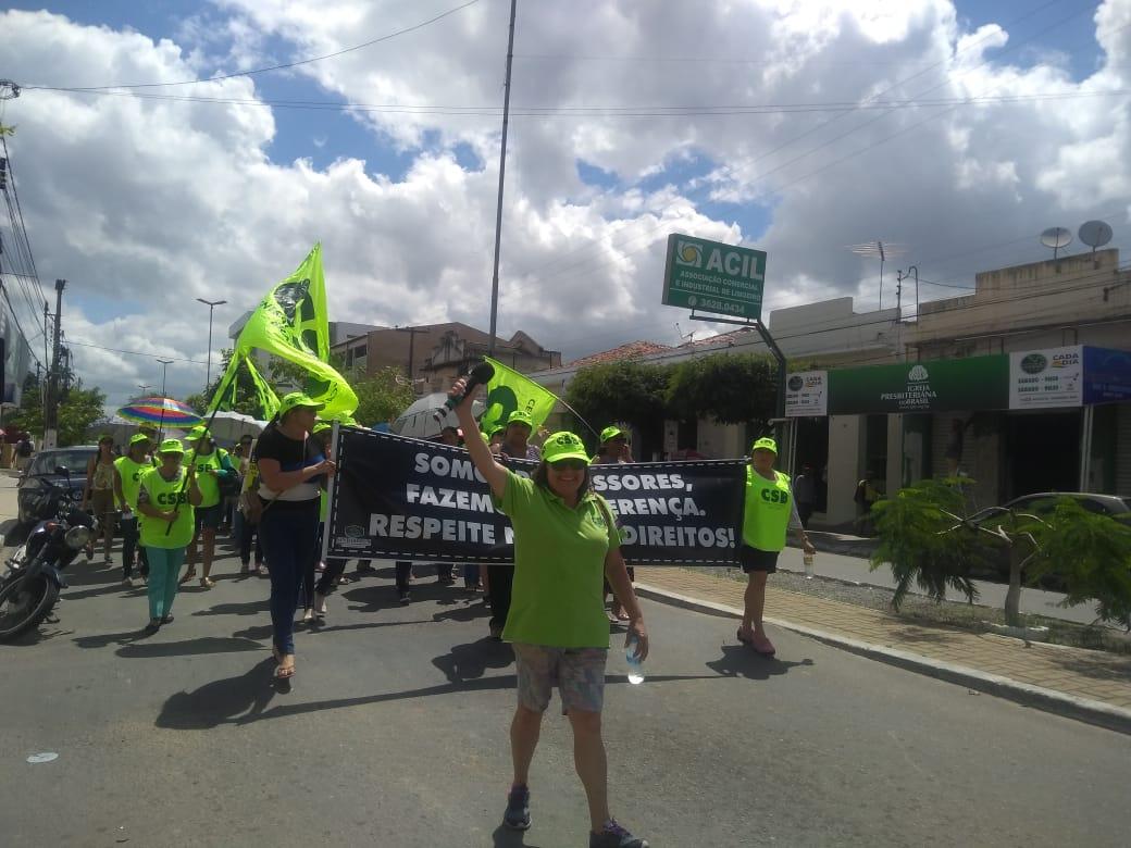 Sem salários de dezembro, professores de Limoeiro (PE) fazem passeata