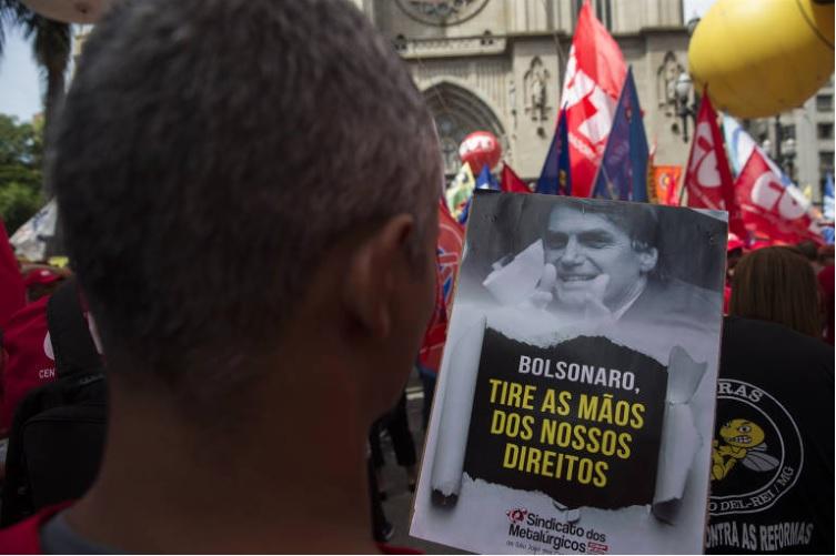 Reforma tira da Constituição reajuste de aposentadoria e pensão pela inflação