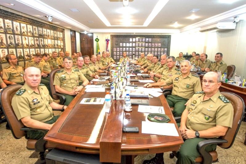 Salário de general sobe de R$ 22,6 mil para R$ 30,2 mil com gratificações