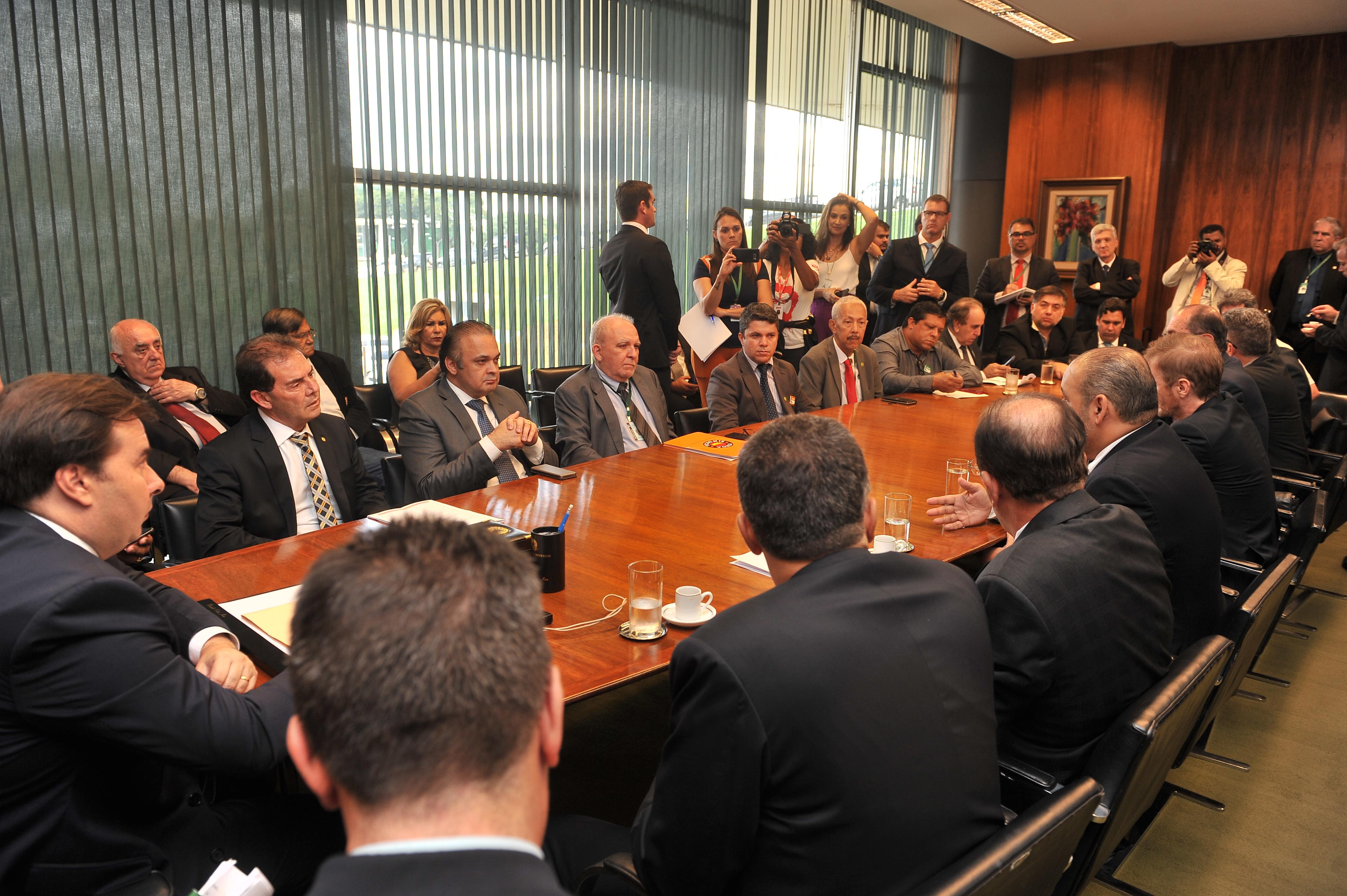 Em reunião com Rodrigo Maia, centrais pedem retirada da MP 873