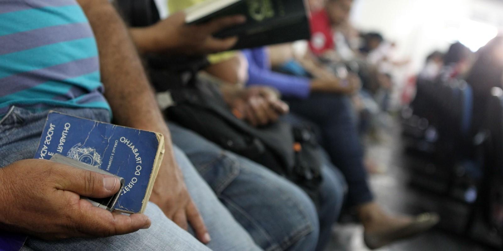 Desemprego sobe para 12,4% em fevereiro, diz IBGE