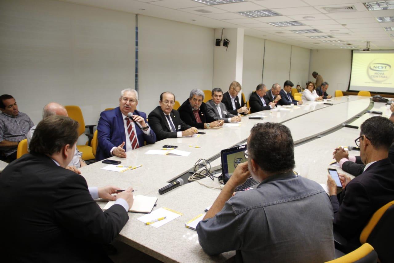 Em reunião com diretor da OIT, CSB e centrais criticam postura do governo contra os sindicatos