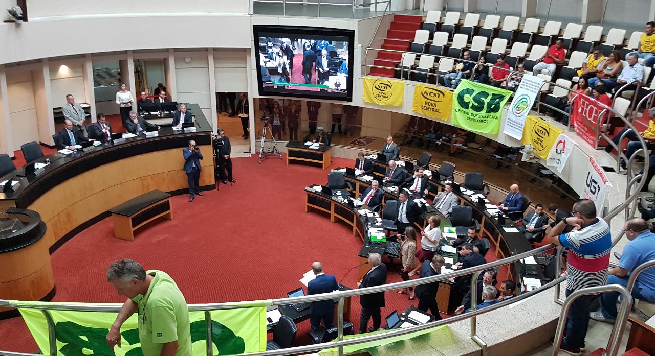 Após pressão das centrais, deputados de Santa Catarina aprovam reajuste do piso salarial do estado