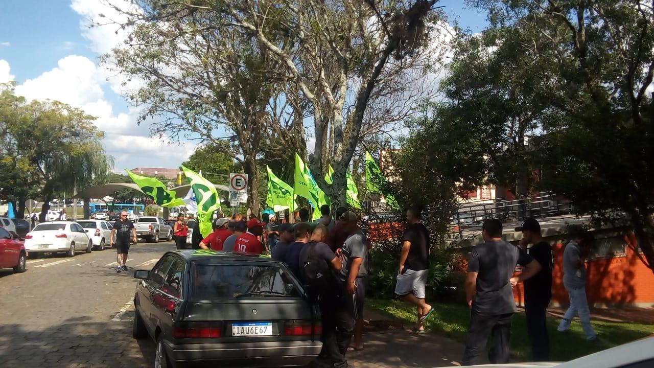 Vigilantes protestam por atraso no pagamento de salários