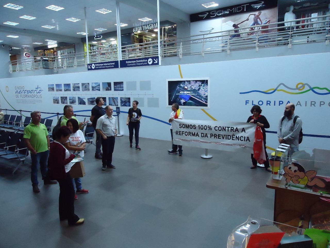 Em Florianópolis, centrais pressionam parlamentares e alertam a população sobre a reforma da Previdência