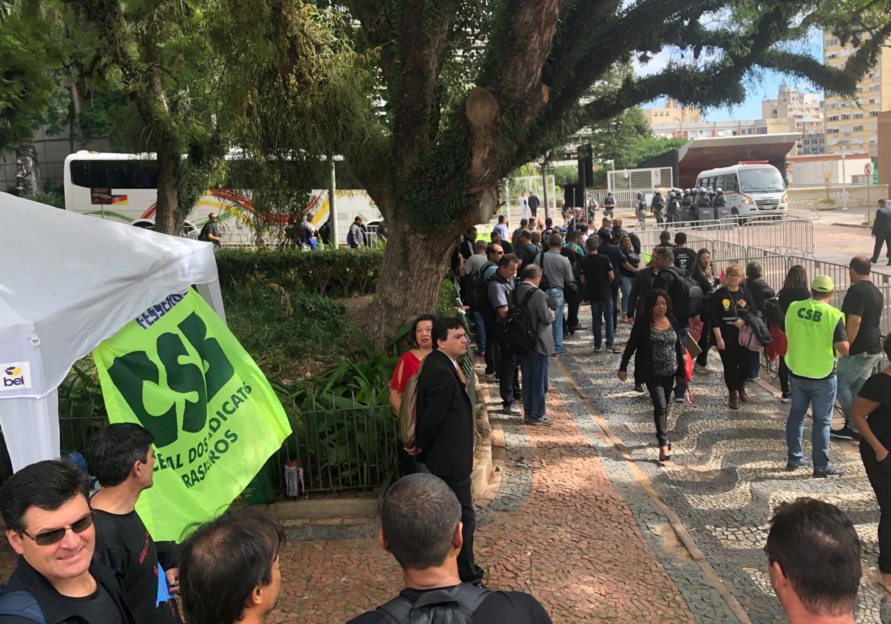 CSB protesta na Assembleia Legislativa do Rio Grande do Sul contra privatização de estatais