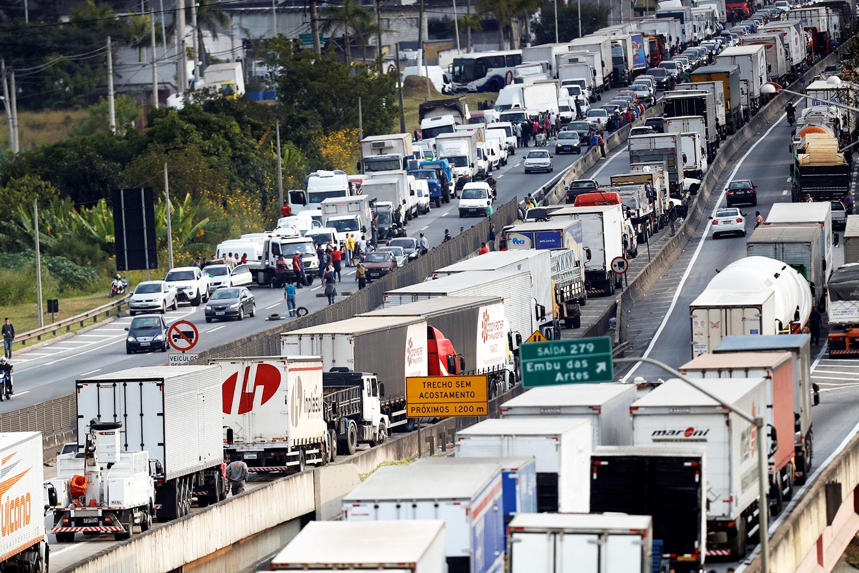 Caminhoneiros criticam alta do diesel e ameaçam greve em 10 dias