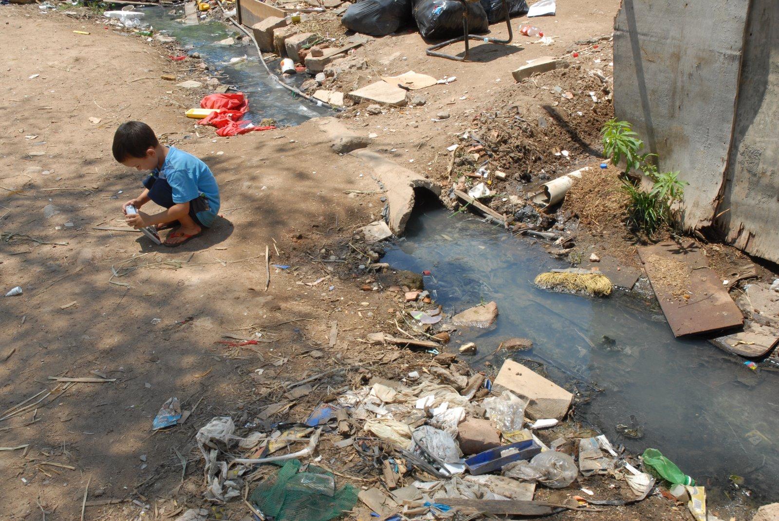 Falta de acesso a saneamento básico resulta em baixa renda e gasto com internações, diz estudo