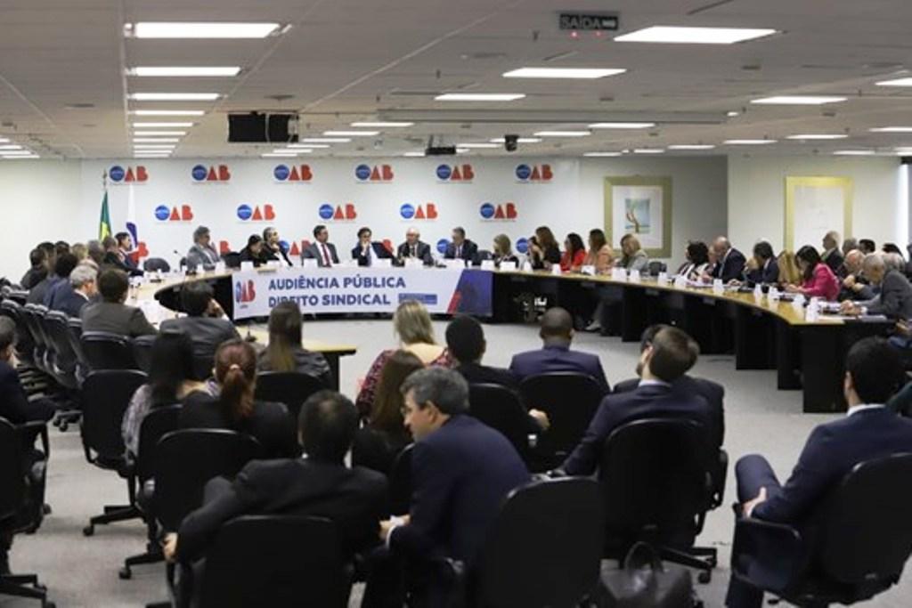 Neto critica as ilegalidades da MP 873 em evento da OAB