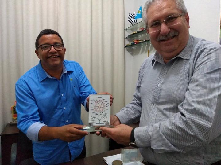 Presidente Antonio Neto visita sede do SINDITAXI Ceará