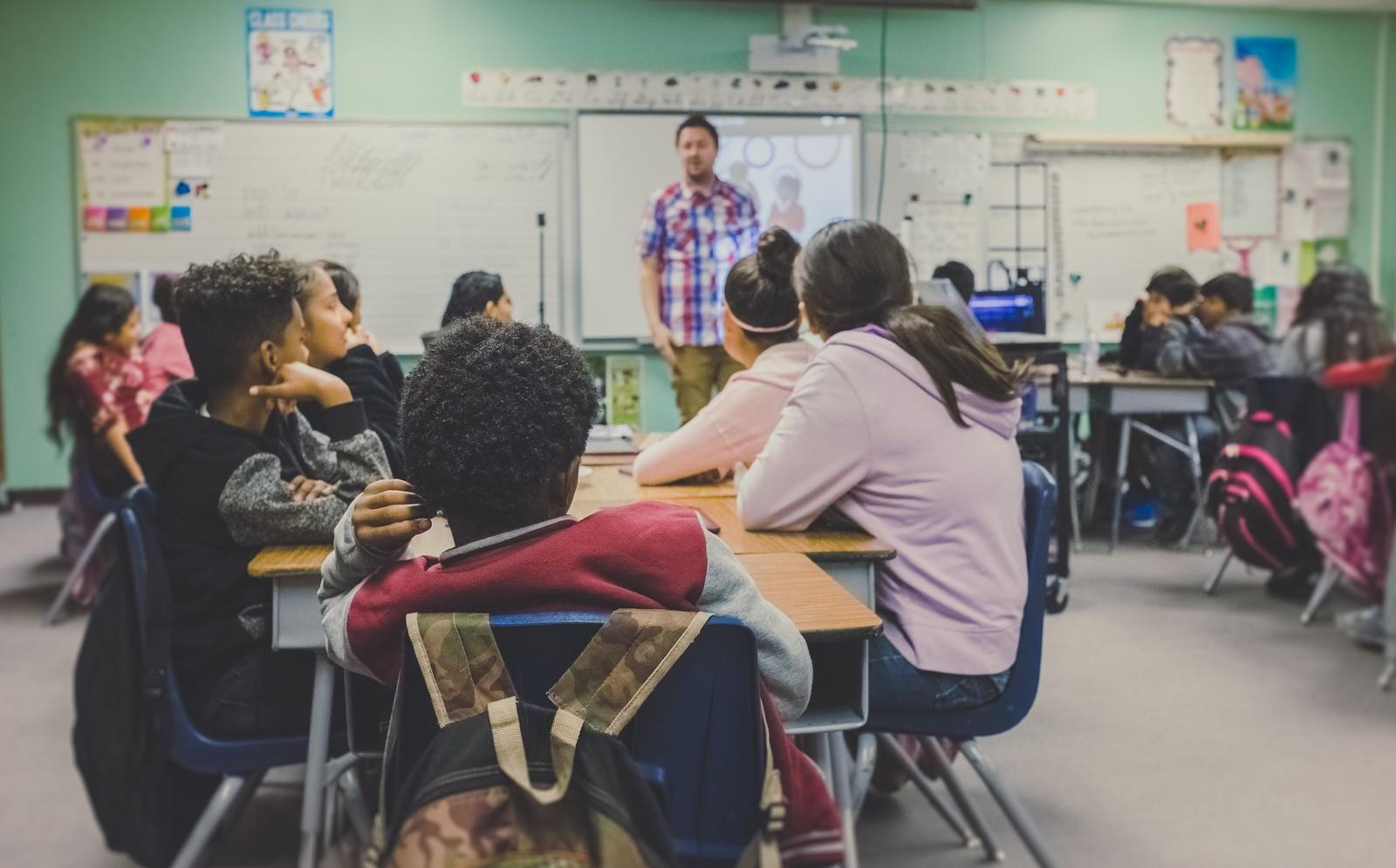 Plano Nacional de Educação está com 80% das metas estagnadas, diz estudo