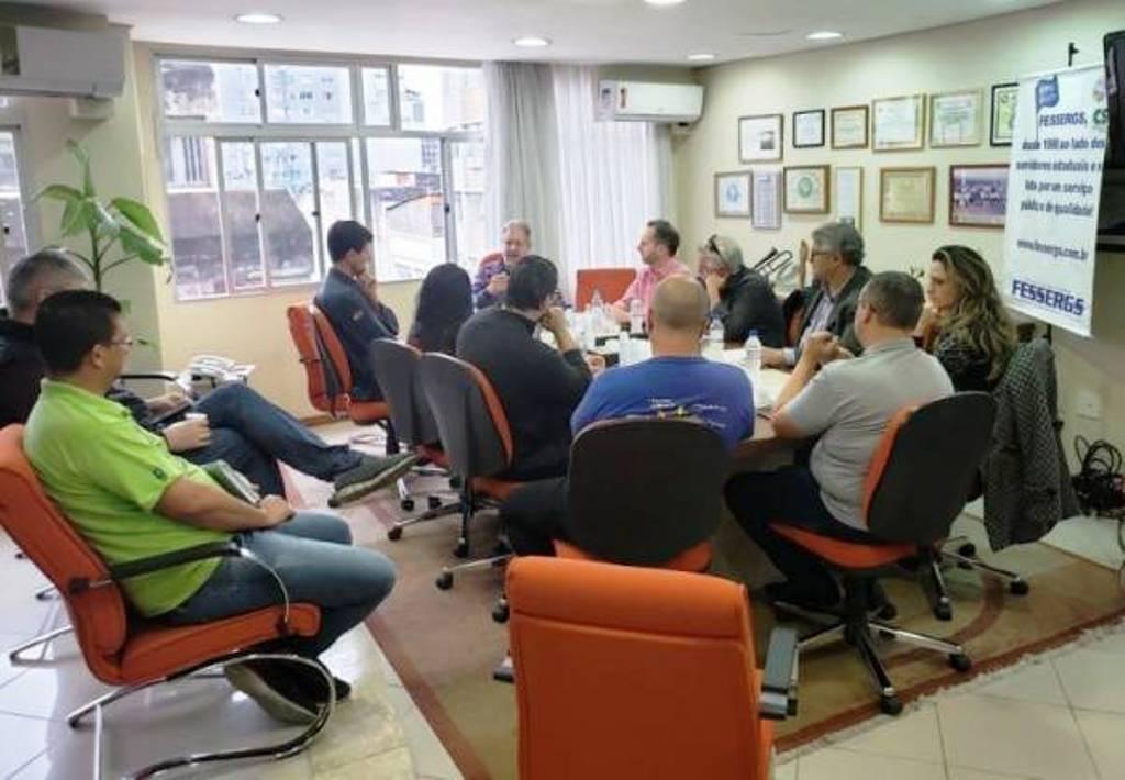 RS: Servidores discutem participação nas mobilizações do dia 14 contra 'reforma' da Previdência