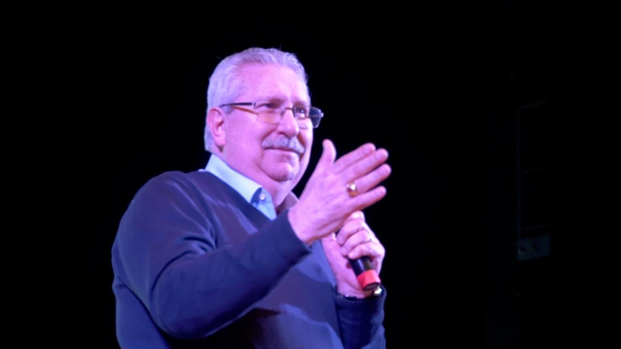 """Representando o movimento sindical, Antonio Neto é ovacionado no lançamento do movimento """"Direitos Já! Fórum pela democracia"""""""
