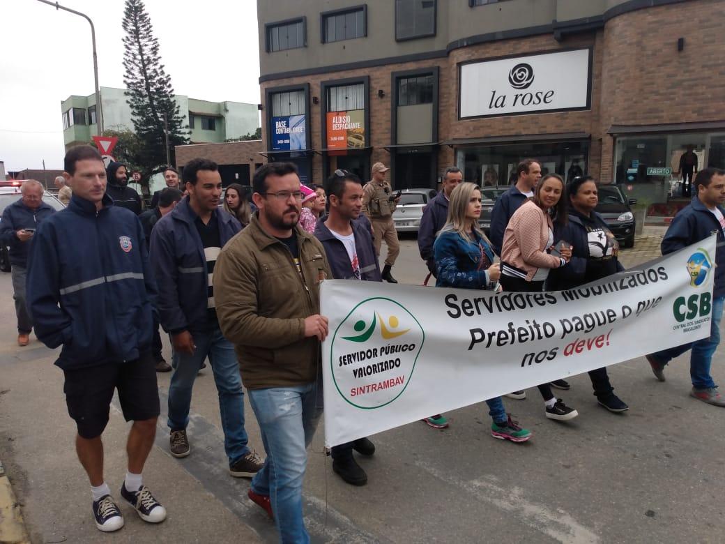 Servidores públicos de Barra Velha fazem manifestação por reajuste dos salários