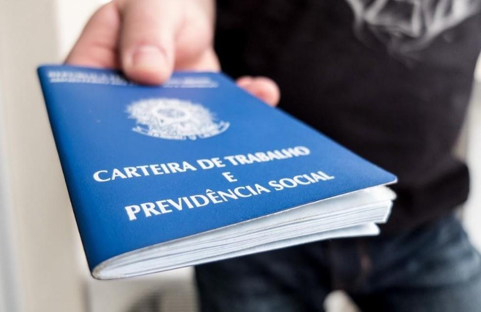 Brasil só gera vagas com salários baixos, aponta Ipea