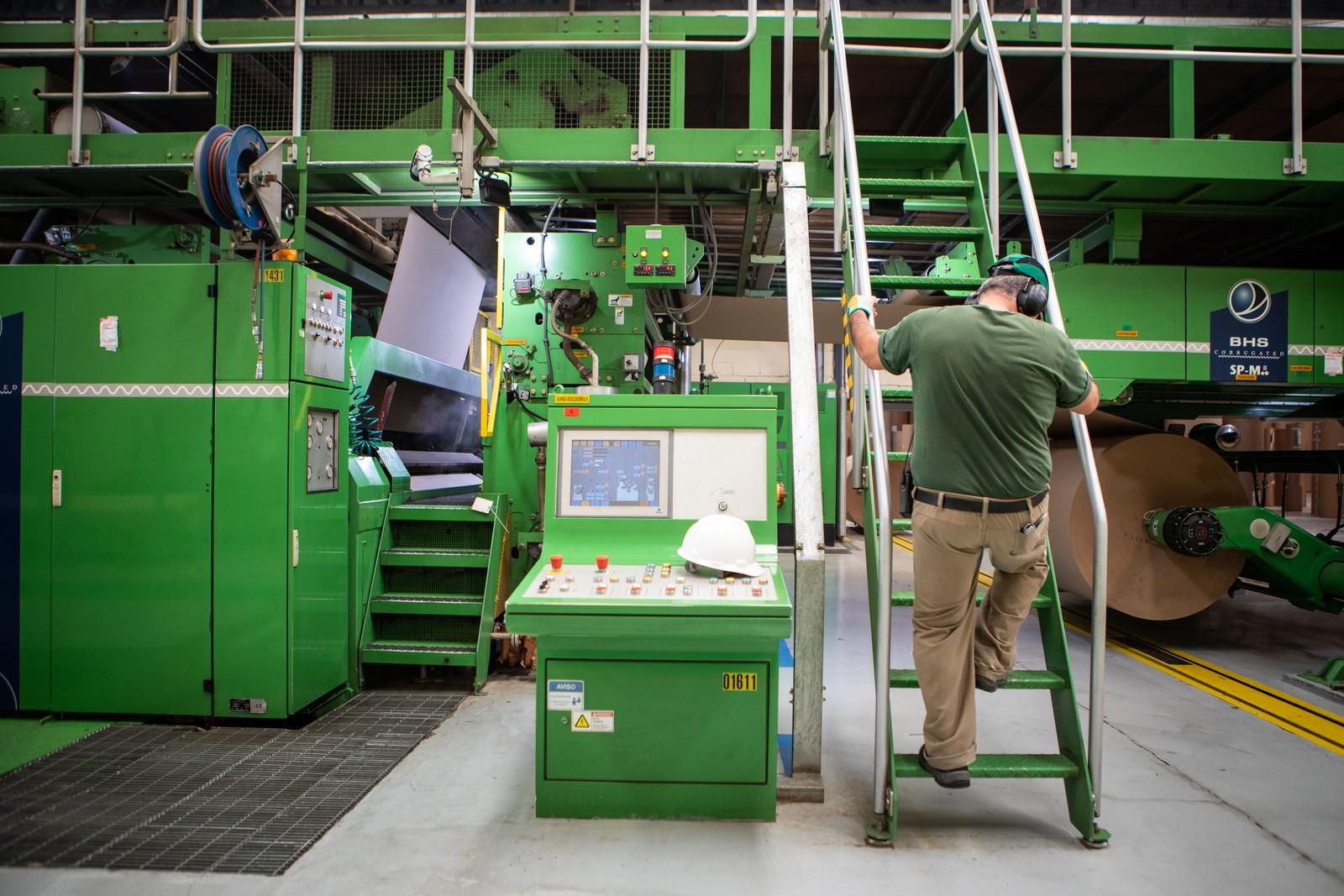 Produção industrial cai pelo 3º mês seguido e tem pior julho em 4 anos