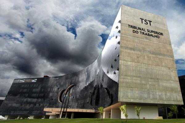 TST manda trabalhador pagar custas do processo após não comparecer à audiência