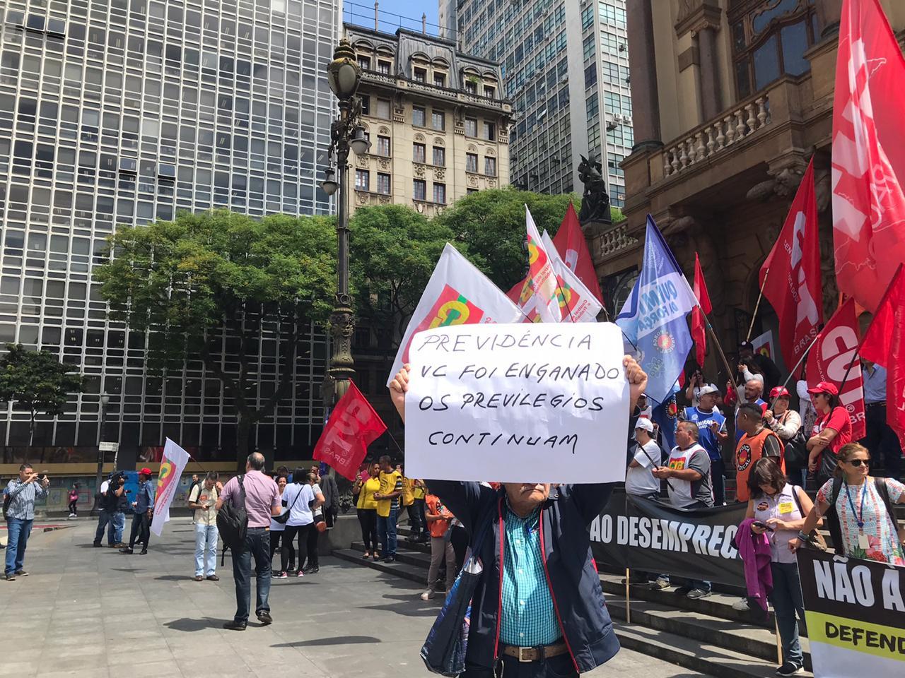 Centrais Sindicais realizam ato contra Pacote de maldades