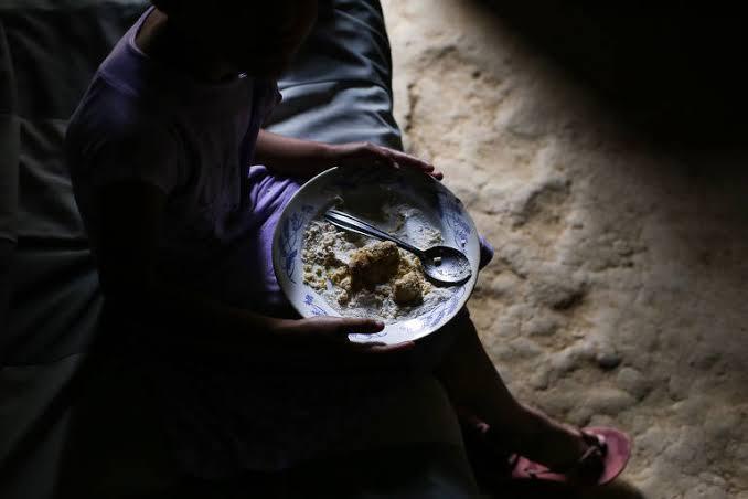 Trabalho informal, guilhotina e fome