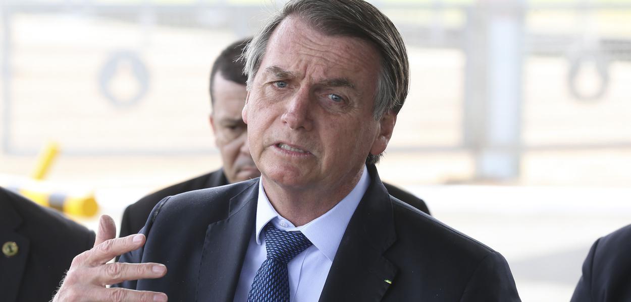 Bolsonaro faz nova live e debocha dos desempregados