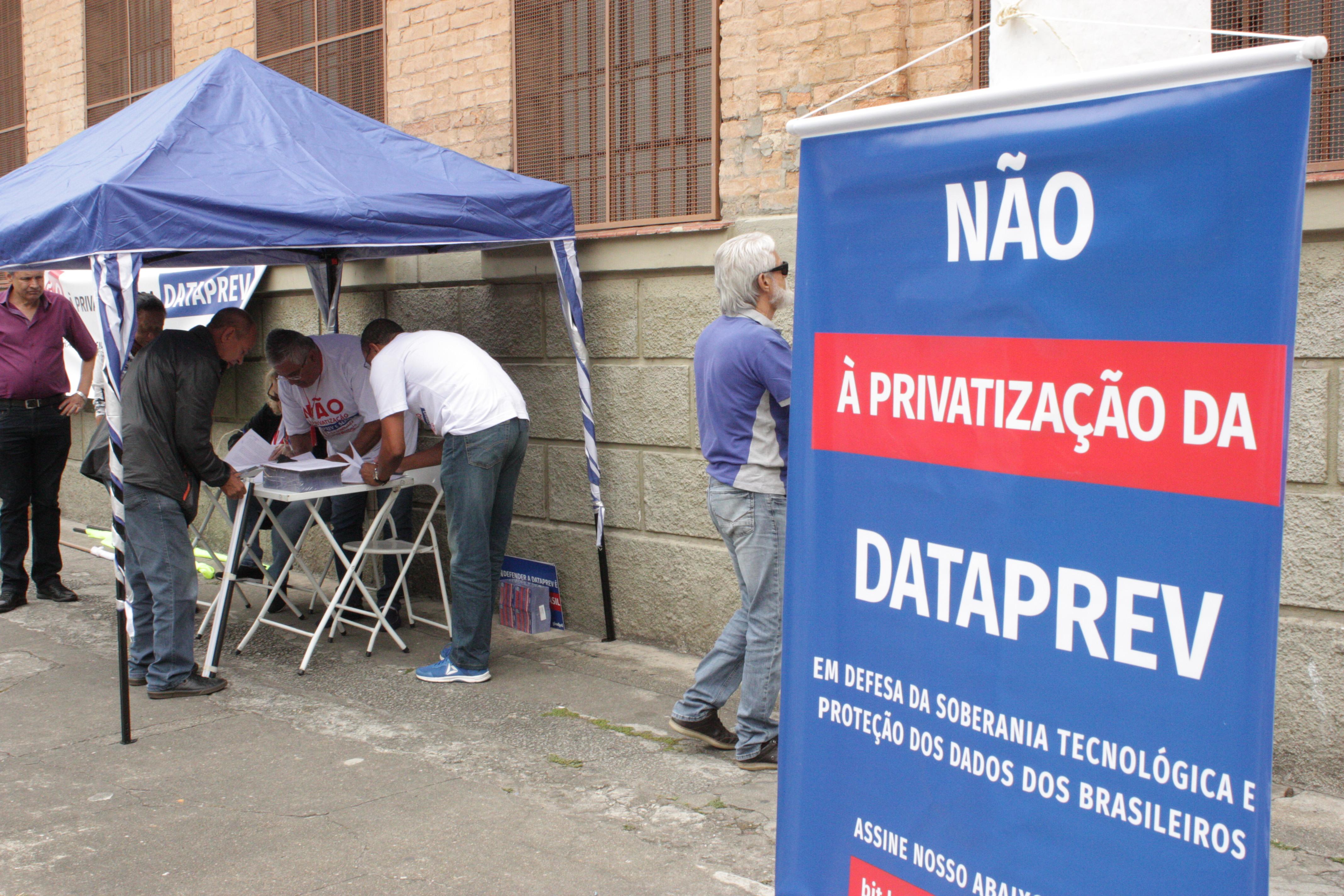 Ofício contra a privatização da Dataprev é entregue a representantes do legislativo
