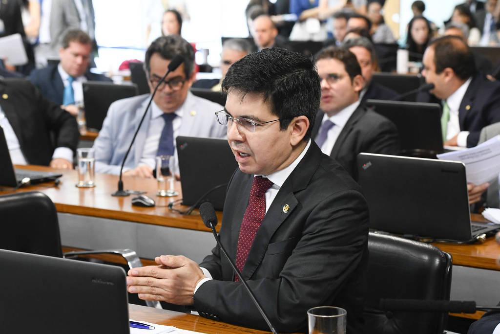 Senador quer bancar 13º do Bolsa Família com imposto sobre lucros e dividendos