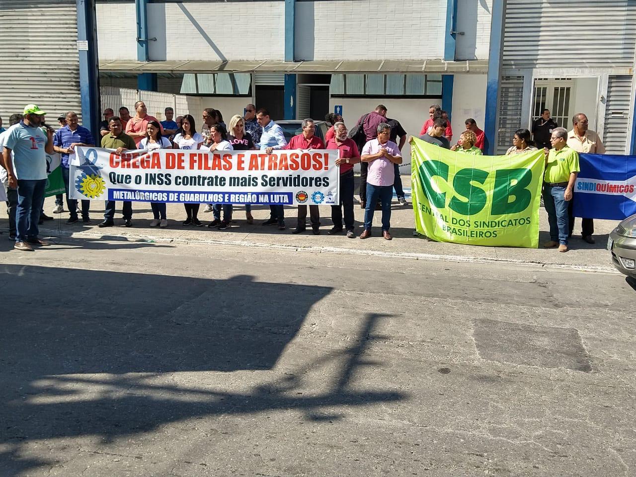 Atos contra o sucateamento do INSS contam com a presença da CSB