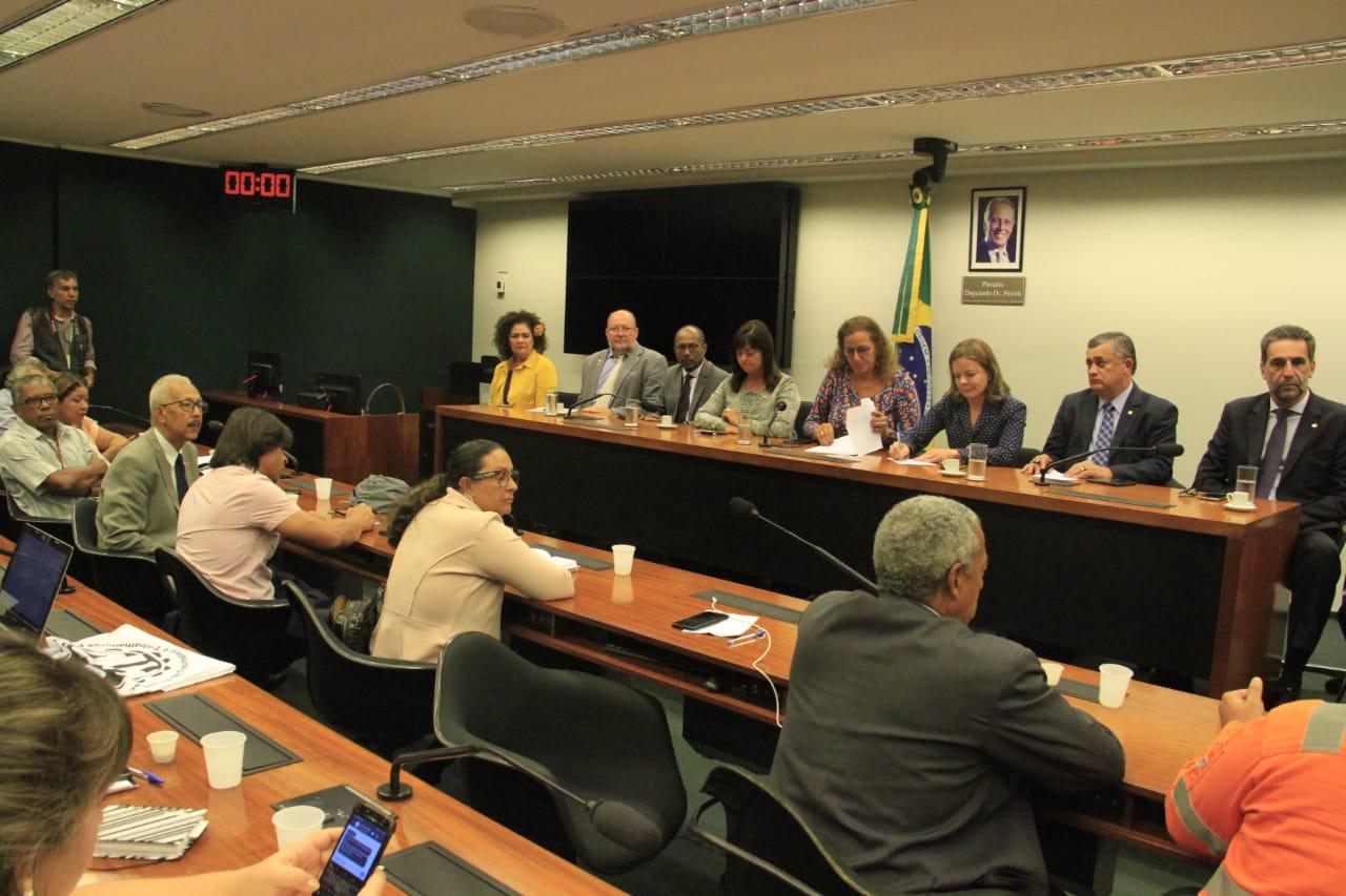 Centrais sindicais se reúnem em Brasília para decidir próximos passos