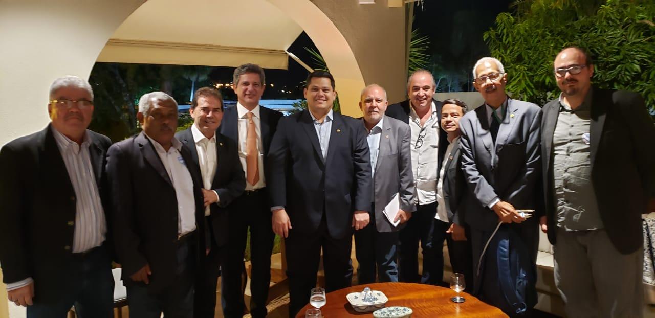 Centrais sindicais se reúnem em Brasília e adiam votação da MP-905
