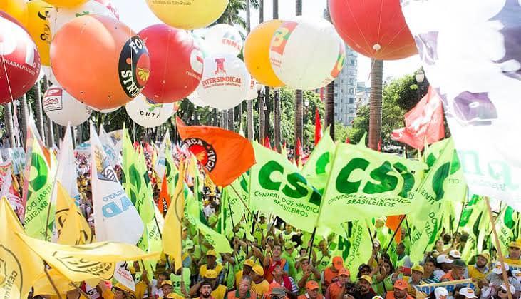 Centrais sindicais decidem ampliar pressão sobre governo por vacinação nacional