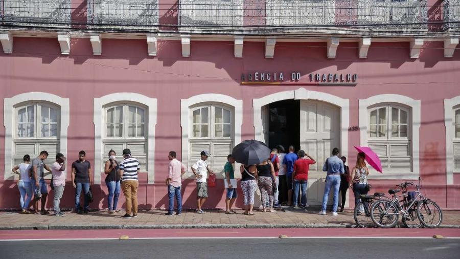 Novo epicentro da pandemia, Brasil caminha para ser epicentro do desemprego