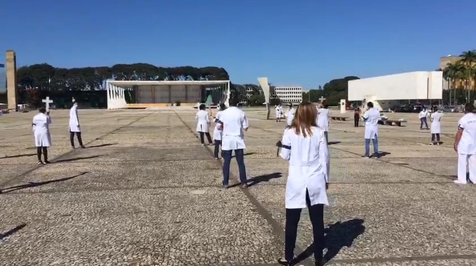 Ao menos 76 profissionais de enfermagem morreram em decorrência da Covid-19 no Brasil, segundo conselho da categoria