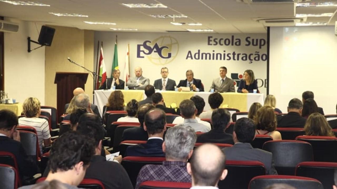 Especialista defende tributação progressiva para o país se tornar player da OCDE