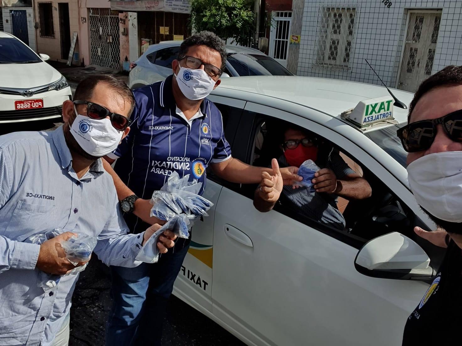Distribuição de máscaras para taxistas marca a volta das atividades do Sinditaxi-CE